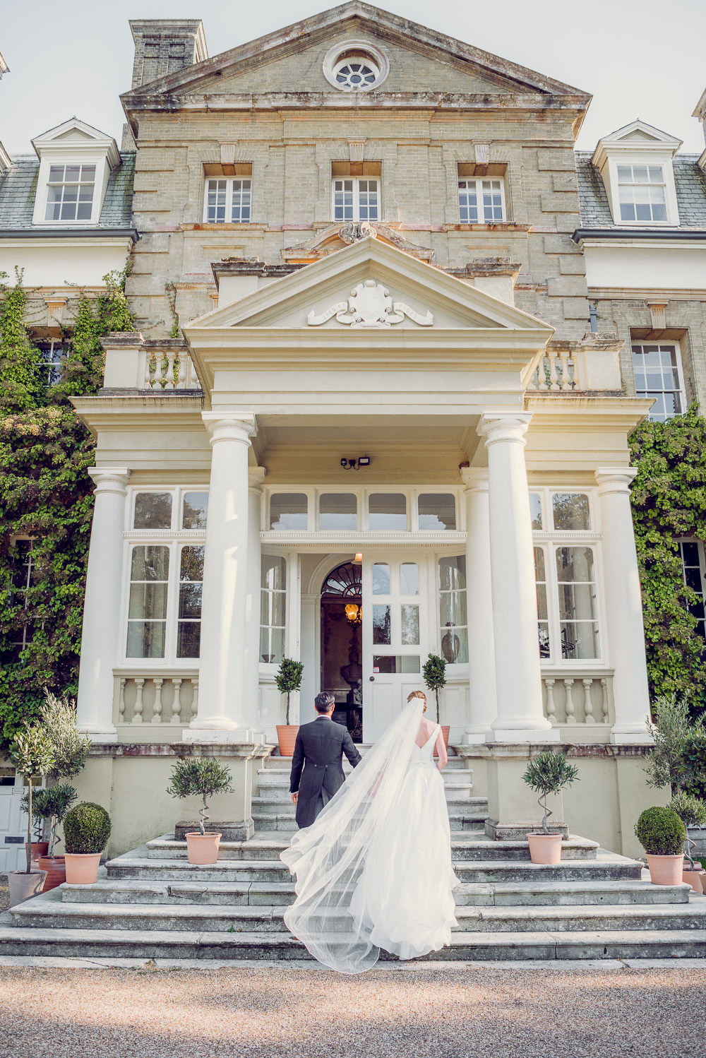 Plyewell Park wedding front of house