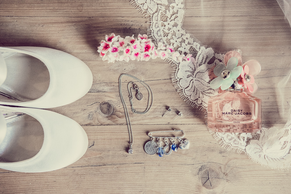 Brides jewellery and shoes